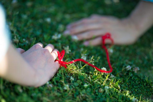 運命の人と赤い糸で結ばれている